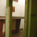 Rusztowanie podtrzymujące dolną część ołtarza. Wtle widoczne stare tabernakulum.