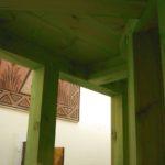 Na górze zdjęcia widoczna jest platforma naktórejma zostać usytuowana druga część ołtarza.